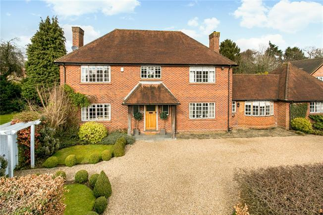 Guide Price £1,595,000, 5 Bedroom Detached House For Sale in Buckinghamshire, HP9