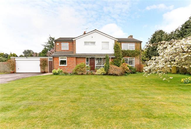 Guide Price £1,275,000, 4 Bedroom Detached House For Sale in Beaconsfield, HP9