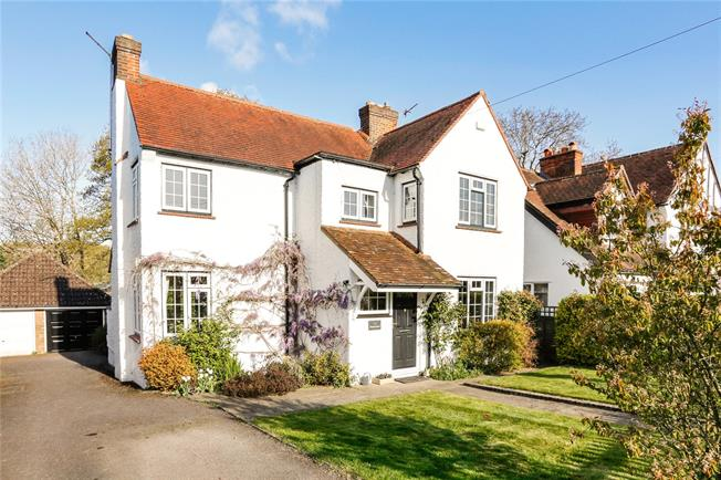 Guide Price £895,000, 3 Bedroom Detached House For Sale in Seer Green, HP9