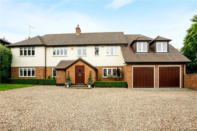 Guide Price £1,395,000, 5 Bedroom Detached House For Sale in Beaconsfield, HP9