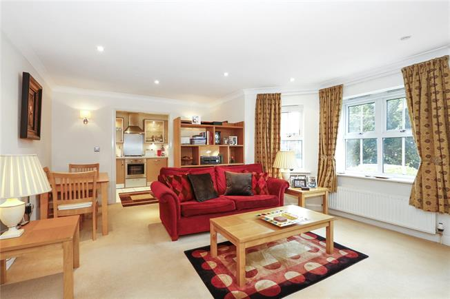 Guide Price £495,000, 2 Bedroom Flat For Sale in Beaconsfield, HP9