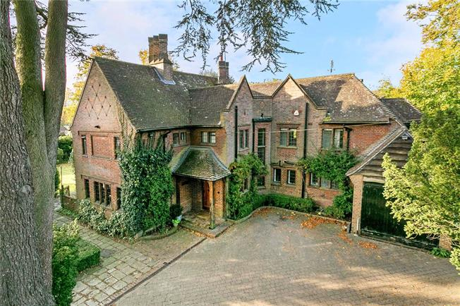 Guide Price £1,895,000, 4 Bedroom Detached House For Sale in Beaconsfield, HP9