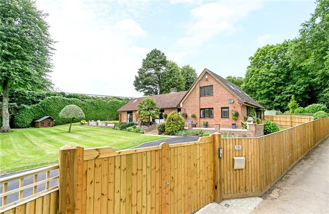 Guide Price £1,175,000, 5 Bedroom Detached House For Sale in Buckinghamshire, HP15