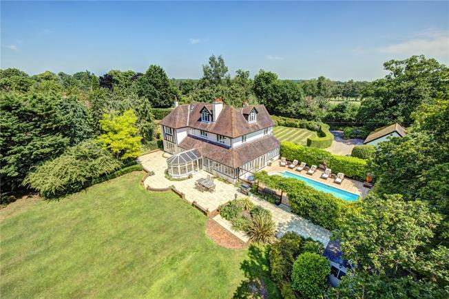 Guide Price £2,125,000, 6 Bedroom Detached House For Sale in Bucks, SL1