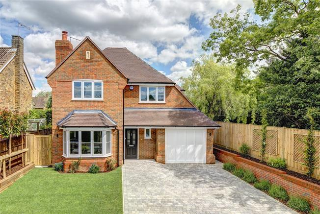 Guide Price £1,195,000, 5 Bedroom Detached House For Sale in Buckinghamshire, HP9