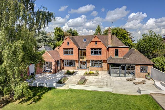 Guide Price £3,950,000, 6 Bedroom Detached House For Sale in Buckinghamshire, HP9