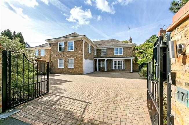 Guide Price £1,750,000, 5 Bedroom Detached House For Sale in Beaconsfield, HP9