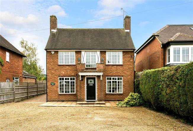 Guide Price £950,000, 3 Bedroom Garage For Sale in Beaconsfield, HP9