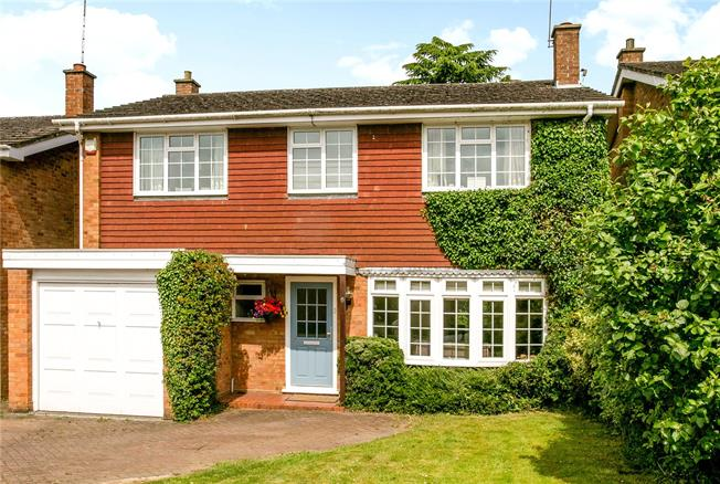 Guide Price £675,000, 4 Bedroom Detached House For Sale in Penn, HP10