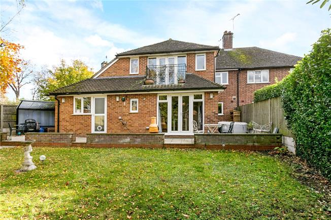 Guide Price £625,000, 3 Bedroom Semi Detached House For Sale in Beaconsfield, HP9