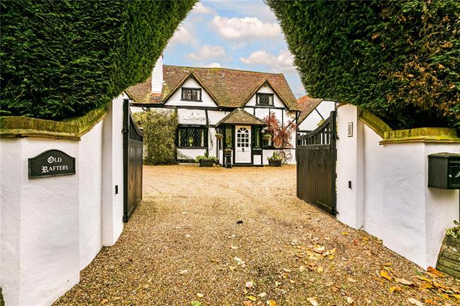 Guide Price £1,995,000, 5 Bedroom Detached House For Sale in Coleshill, HP7