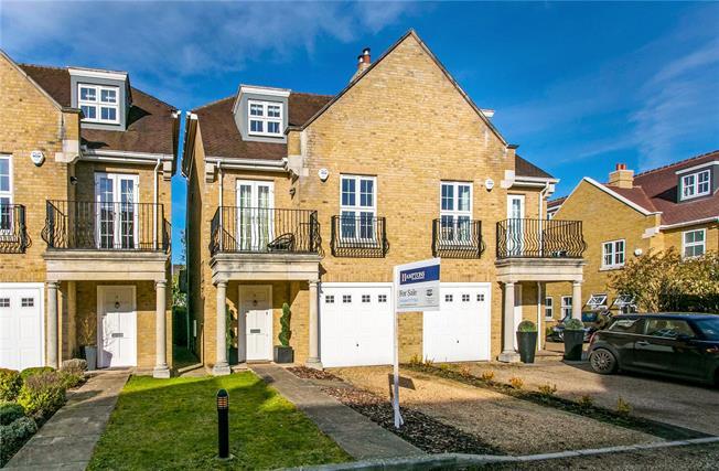 Guide Price £750,000, 4 Bedroom Semi Detached House For Sale in Farnham Common, SL2