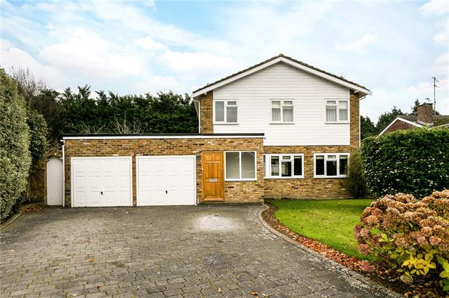 Guide Price £995,000, 3 Bedroom Detached House For Sale in Beaconsfield, HP9