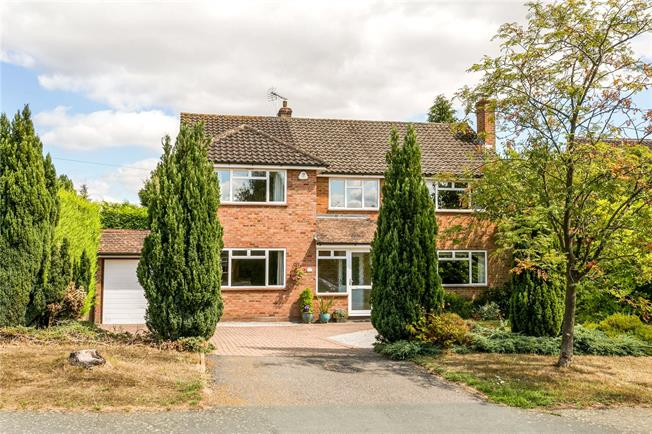 Guide Price £1,100,000, 5 Bedroom Detached House For Sale in Beaconsfield, HP9