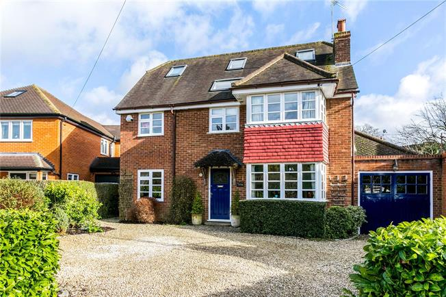 Guide Price £1,250,000, 5 Bedroom Detached House For Sale in Seer Green, HP9