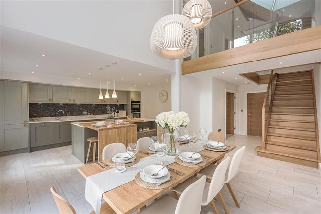 Guide Price £1,475,000, 5 Bedroom Detached House For Sale in Farnham Common, Buckingha, SL2
