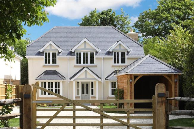 Guide Price £1,395,000, 4 Bedroom Detached House For Sale in Beaconsfield, Buckinghams, HP9