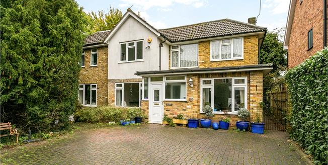 Guide Price £850,000, 5 Bedroom Detached House For Sale in Beaconsfield, HP9