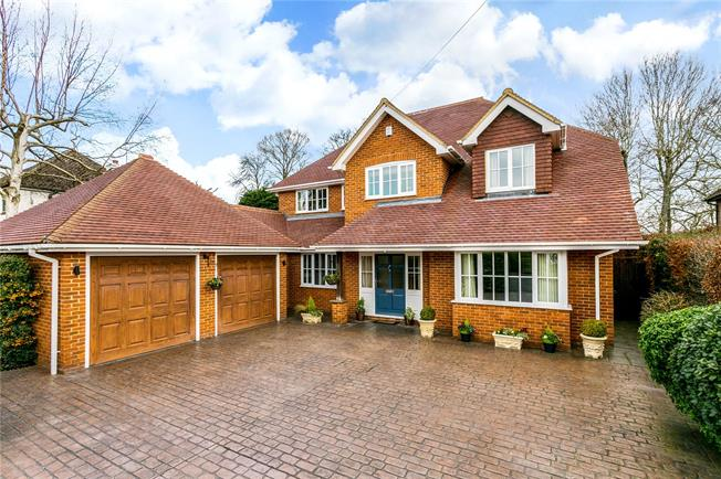 Guide Price £1,799,000, 5 Bedroom Detached House For Sale in Seer Green, HP9
