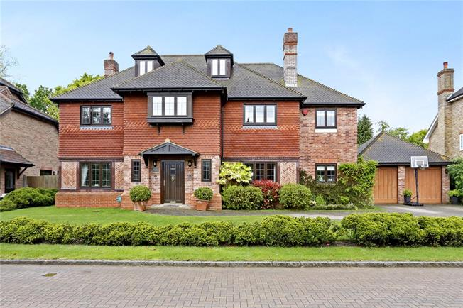 Guide Price £1,795,000, 5 Bedroom Detached House For Sale in Beaconsfield, HP9