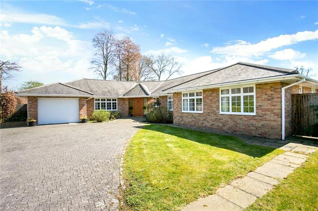 Guide Price £1,500,000, 4 Bedroom Detached House For Sale in Buckinghamshire, HP9