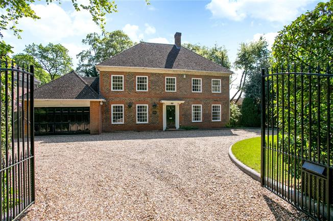Guide Price £1,395,000, 5 Bedroom Garage For Sale in Buckinghamshire, SL2