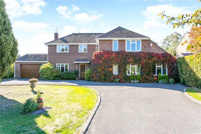 Guide Price £1,475,000, 5 Bedroom Detached House For Sale in Beaconsfield, HP9