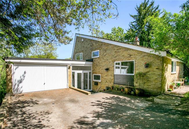 Guide Price £1,065,000, 4 Bedroom Detached House For Sale in Buckinghamshire, HP9
