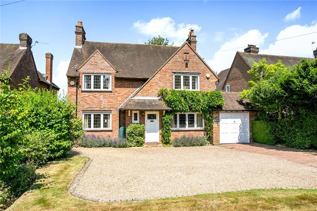 Guide Price £1,325,000, 4 Bedroom Detached House For Sale in Penn, HP10