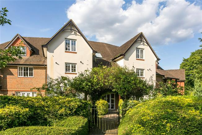 Guide Price £550,000, 2 Bedroom Flat For Sale in Beaconsfield, HP9