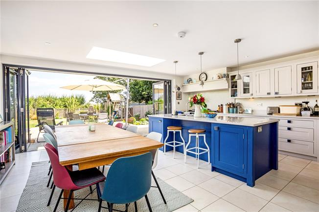 Guide Price £1,695,000, 5 Bedroom Detached House For Sale in Penn, HP10