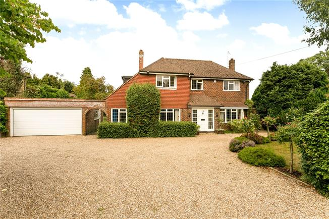 Guide Price £1,395,000, 4 Bedroom Detached House For Sale in Beaconsfield, HP9