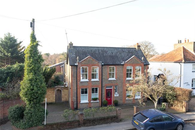 Offers in the region of £895,000, 4 Bedroom Detached House For Sale in Farnham Common, SL2