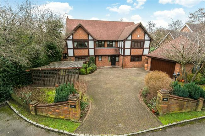Guide Price £1,695,000, 5 Bedroom Detached House For Sale in Beaconsfield, HP9
