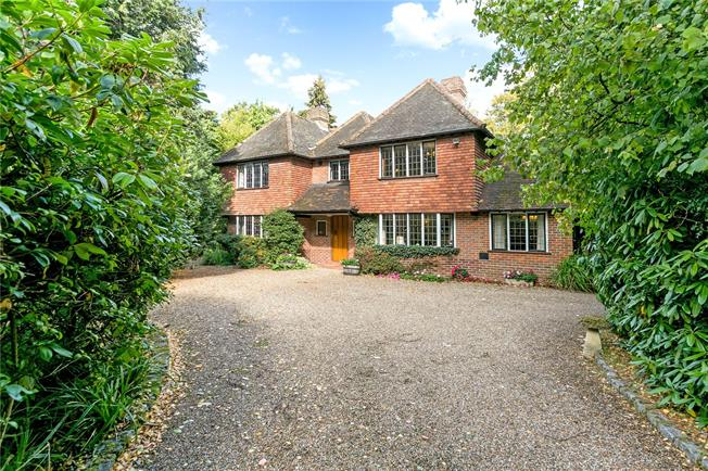 Guide Price £2,250,000, Detached House For Sale in Beaconsfield, HP9