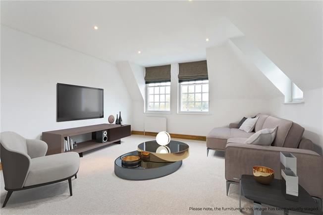 Guide Price £570,000, 2 Bedroom Flat For Sale in Beaconsfield, Buckinghams, HP9