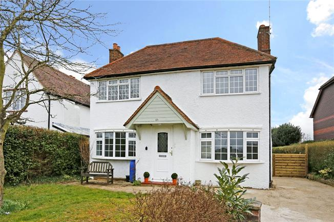 Guide Price £775,000, 3 Bedroom Detached House For Sale in Seer Green, HP9