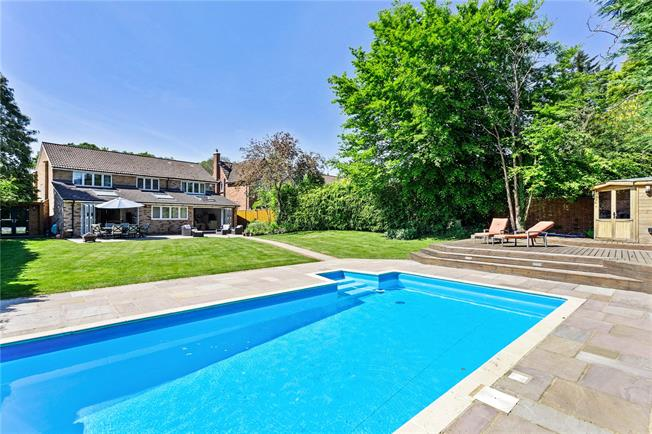 Guide Price £1,495,000, 5 Bedroom Detached House For Sale in Beaconsfield, HP9
