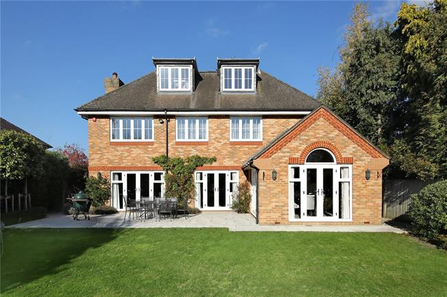 Guide Price £1,995,000, 6 Bedroom Detached House For Sale in Beaconsfield, HP9