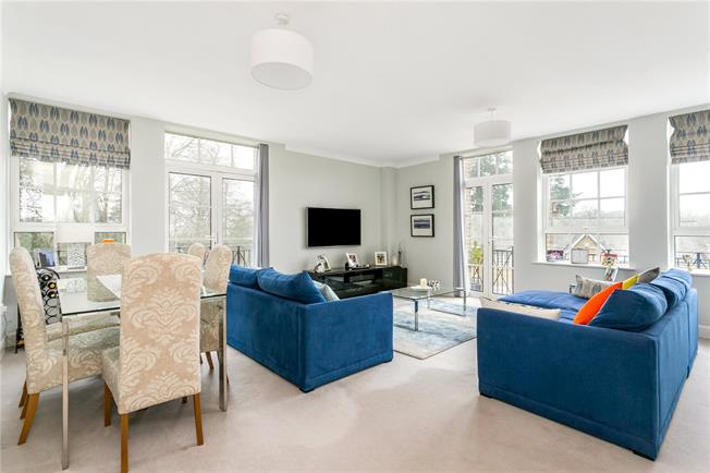Guide Price £519,000, 2 Bedroom Flat For Sale in Hazlemere, HP15