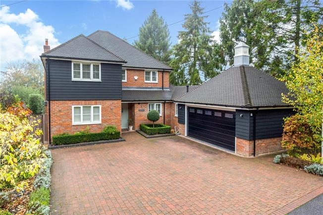 Guide Price £1,425,000, 4 Bedroom Detached House For Sale in Penn, HP10