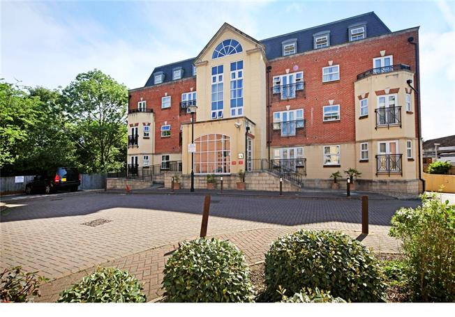 Offers in excess of £380,000, 2 Bedroom Flat For Sale in Beaconsfield, HP9