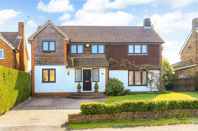 Guide Price £895,000, 4 Bedroom Detached House For Sale in Beaconsfield, HP9