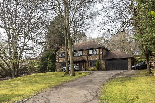 Guide Price £995,000, 5 Bedroom Detached House For Sale in Buckinghamshire, HP15