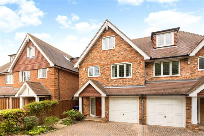 Guide Price £1,000,000, 3 Bedroom Garage For Sale in Beaconsfield, HP9