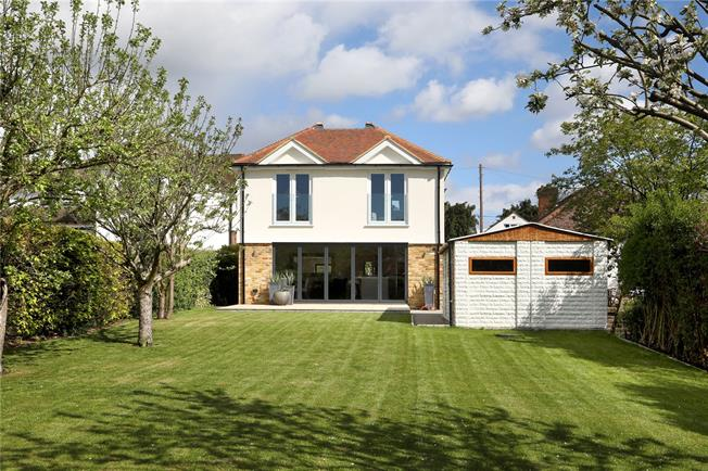 Guide Price £1,050,000, 5 Bedroom Detached House For Sale in Beaconsfield, Buckinghams, HP9