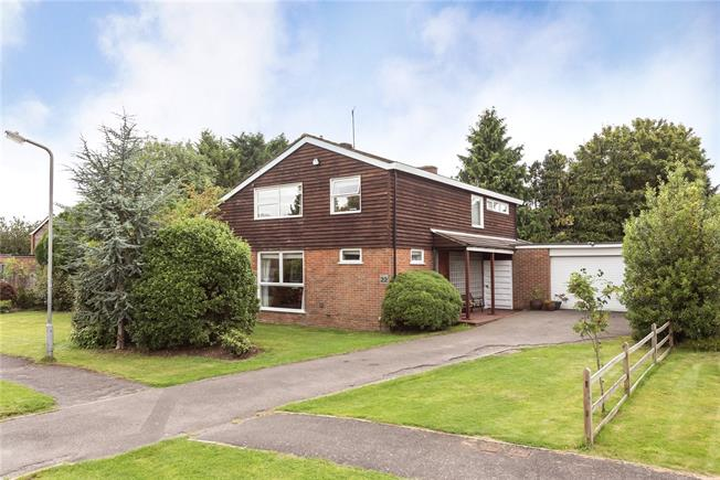 Guide Price £1,095,000, 4 Bedroom Detached House For Sale in Buckinghamshire, HP9