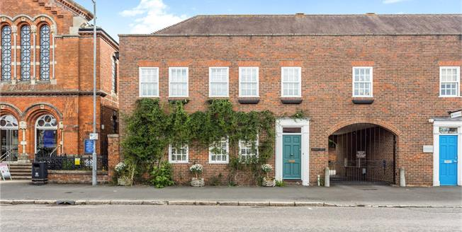 Guide Price £825,000, 4 Bedroom Garage For Sale in Beaconsfield, HP9