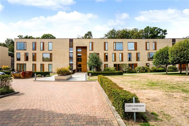 Guide Price £435,000, 2 Bedroom Flat For Sale in Maidenhead, SL6