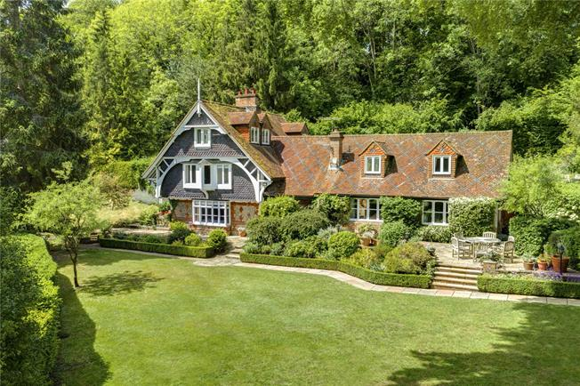 Guide Price £1,895,000, 5 Bedroom Detached House For Sale in High Wycombe, Buckinghams, HP10